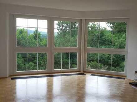 Charmante, helle, 3,5 Zi. mit Balkon u. EBK, geh. Ausstattung, in gepflegtem Zweifamilienhaus