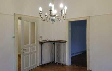 2-Zimmer in schöner alter Villa in Göggingen