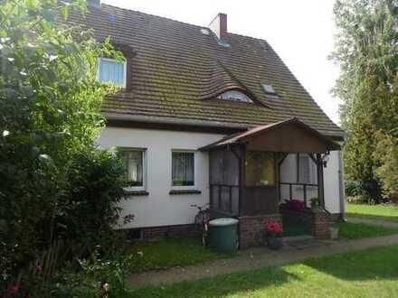 Schöne Doppelhaushälfte in Wald und Wassernähe !!!