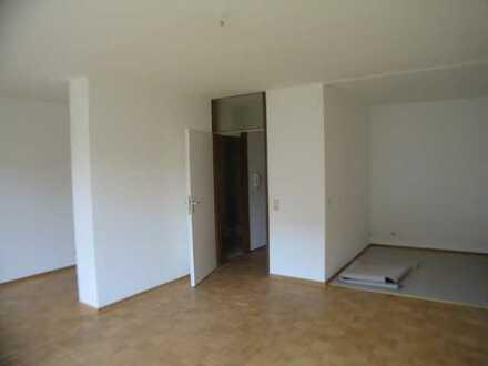 Vollständig renovierte Wohnung mit eineinhalb Zimmern sowie Balkon und Einbauküche in Wiesbaden