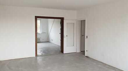 Vollständig renovierte 3-Zimmer-DG-Wohnung mit Balkon in Düsseldorf