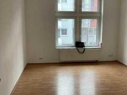 Charmante 84 m². Ruhiger, kleiner Balkon. Neuwertiger ALTBAU