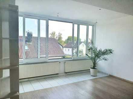 Hell, zentral, ruhig in Sindelfingen 1-Zimmer-DG-Wohnung