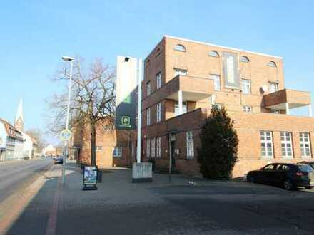 Helle Wohnung / Loft mit goßer Dachterrasse, zentral in Misburg in historischem Büro-Gebäude