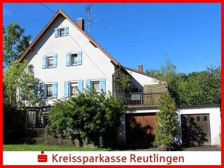 Charmantes Wohnhaus mit Scheunen und einem Wiesengrundstück