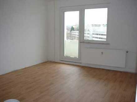 !!! TREPPE RAUF, MIETE RUNTER !!! 3- Raum-Wohnung mit Balkon