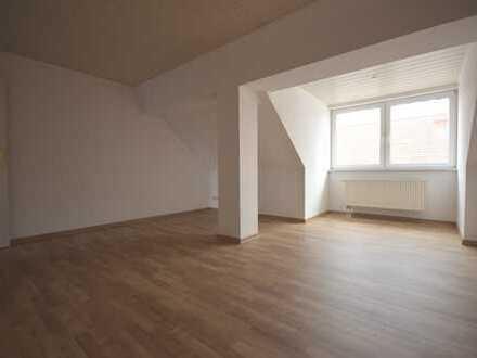 neu renovierte 2-Raum-DG-Wohnung