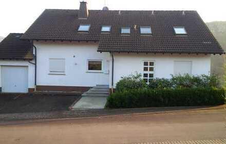 Günstige, vollständig renovierte 4-Zimmer-Wohnung mit Balkon, Stellplatz und EBK in Hefersweiler