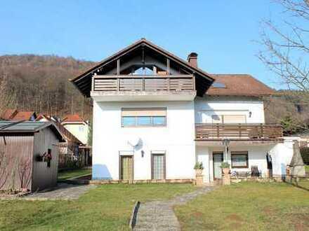 Gelnhausen-Stadt! Sehr gepflegtes 2-FH mit Einliegerwohnung auf großem Grundstück