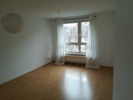Gepflegte 95qm Wohnung mit Loggia, Einbauküche und TG-Stellplatz