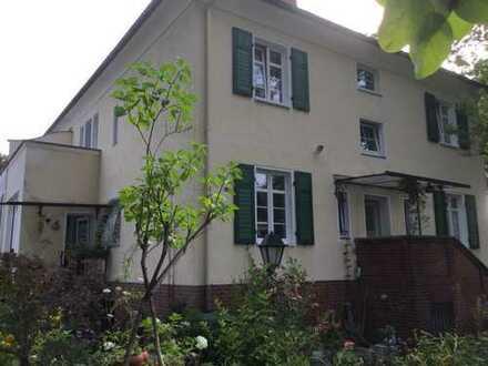 Schöne, geräumige Maisonette-Wohnung in Zweifamilienhaus