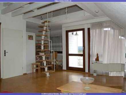 Tolle, helle 3 Zimmer Dachgeschosswohnung im 2 Fam.-Haus mit EBK und Garage