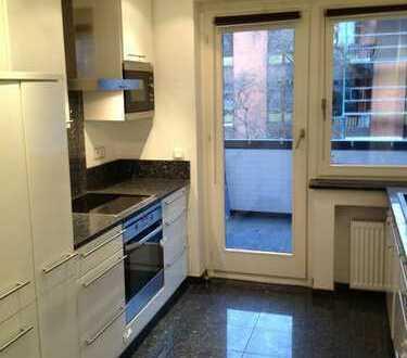 Moderne Südstadtwohnung mit hochwertiger Einbauküche in Rheinnähe