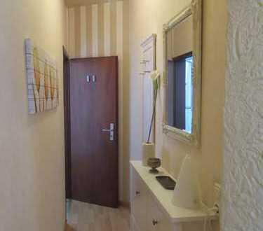 Statt Hotelzimmer: Sehr süße 2 Zimmer-Wohnung! Schlossspark- und Rheinnähe