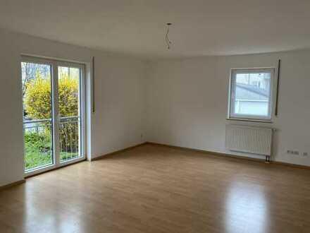 Stilvolle, helle 3-Zimmer-EG-Wohnung mit Terrasse und Einbauküche in ruhiger Lage