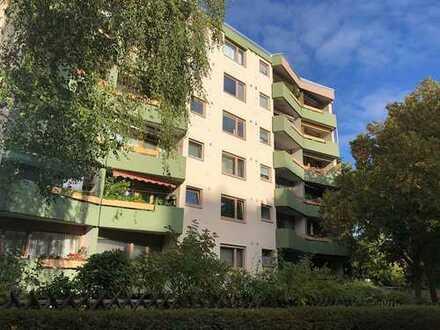 Drei Zimmer mit West-Loggia, Keller und Tiefgaragenplatz