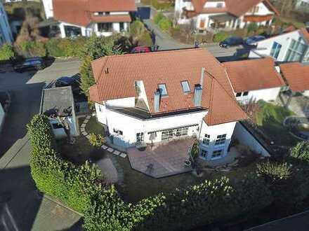 Großes Einfamilienhaus mit Einliegerwohnung