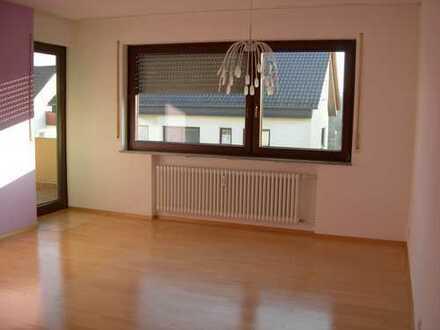 Modernisierte 2,5-Zimmer-Wohnung mit Balkon und EBK in Ditzingen
