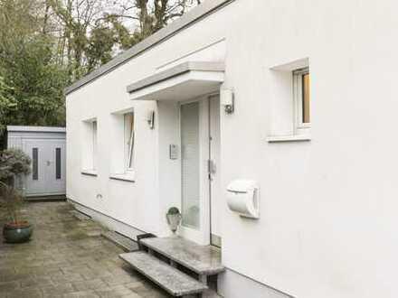 Stilvolle, geräumige und modernisierte 1,5-Zimmer-Wohnung mit Balkon und Einbauküche in Essen