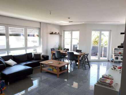 Neuwertige 5-Raum-Wohnung mit Balkon und EBK in Memmingen-Steinhem-Achstr.