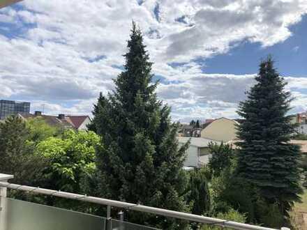 Ruhige Maisonette-Wohnung in perfekter Stadtlage von Eschborn! Mit EBK und Balkon