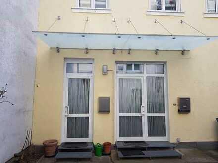 Ruhiges, helles Haus mit zwei getrennten Wohnungen, Carport, Garten und Balkon in Innenstadlage