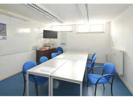 REMAX - heller Büroraum im 1. OG des Flugplatzgebäudes. Parkplätze sind vorhanden!