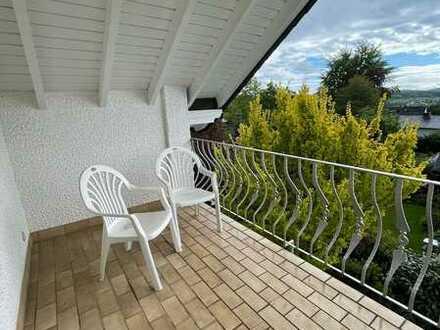 Lichtfreundliche 92 qm aufgeteilt auf 3,5 ZKB Balkone mit neuer EBK Nähe Uni