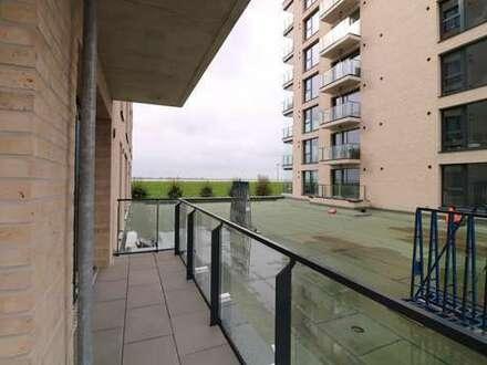 Viele Fenster, hochwertige Einbauküche, gut geschnittene Terrasse - hier ist Wohlfühlen angesagt