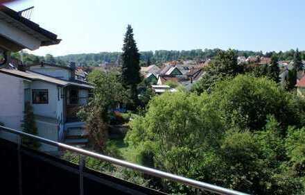 Moderene ruhige ETW 5 ZKB Balkon und Carport im 2. OG ca. 160M²