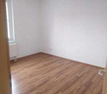 Preiswerte und ruhige 2 Raum-Wohnung mit Einbauküche in Hohndorf