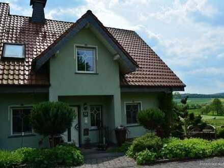 Freistehendes Einfamilienhaus mit Einliegerwohnung in Eiterfeld-OT mit kleinem Grundstück