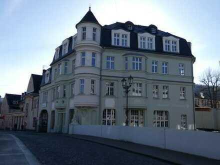 Wohn- und Geschäftshaus am Brückenkopf der Schulbrücke