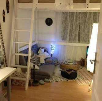 möbliertes 11qm Zimmer, 300€ warm in künstlerischer 2er-WG zur Zwischenmiete