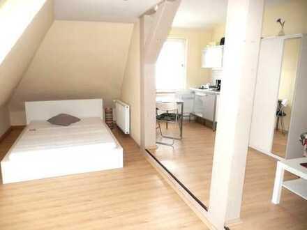 1 R.-Appartement mit Laminat, Mobiliar, Dusche, Küchenbereich, Vorraum.....