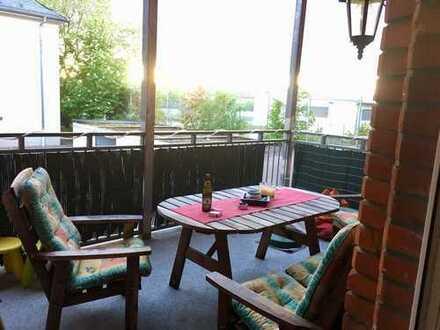 Helle 3-Zimmer-Wohnung mit Balkon und hohen Decken in saniertem Altbau