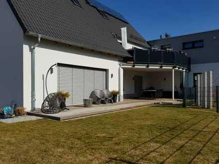 Exklusive 4-Zimmer-Wohnung mit großer Süd-West-Terrasse und Garten in Stadtbergen