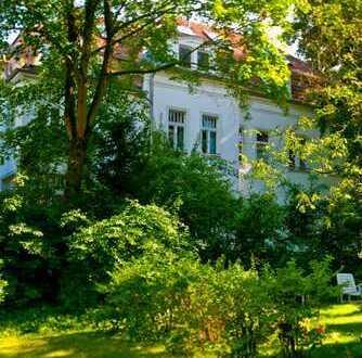 Helle Belle-Etage-drei Zimmer Wohnung in Nähe Schlachtensee