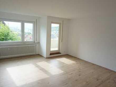 Helle, ruhige 2,5-Zimmer Wohnung mit Balkon in Ortsrandlage