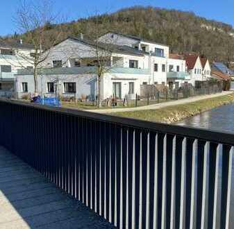 Leben am Fluß: Traumhafte Lage direkt an der Sulz, Beilngries: tolle 3 ZKB im Erdgeschoss mit Garten