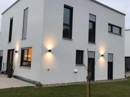 Exklusives Einfamilienhaus mit separater Einliegerwohnung von Privat zu vermieten