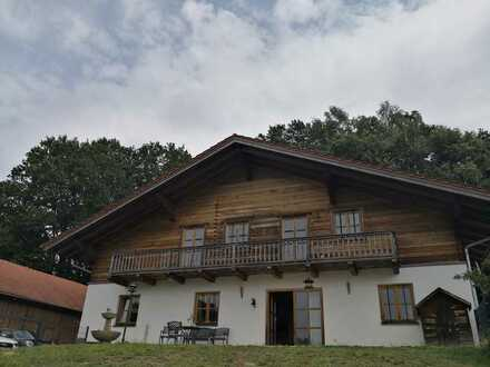 Traumhafte Holzblock 4-Zimmer-DG-Wohnung mit Balkon und Gartenanteil in Alleinlage nähe Pfarrkirchen