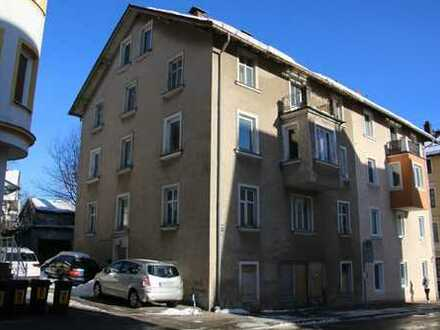 Kernsanierungsbedürftige Haushälfte mit 3 Wohneinheiten