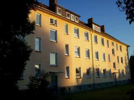 Helle 1,5-Zimmer-Wohnung mit EBK, teilmöbliert