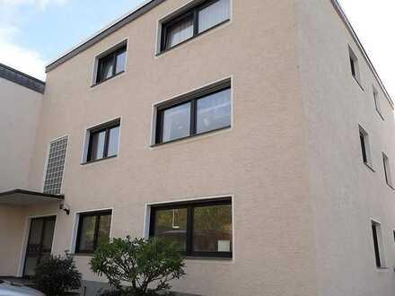 TOP ausgestattete und neu gestaltete Erdgeschosswohnung mit Balkon und Stellplatz in Köln-Bocklemünd