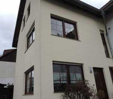 Schöne Doppelhaushälfte in Schloßborn