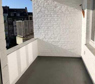 Sonnige, renovierte 2-Zimmer-Wohnung mit Balkon in Düsseldorf Oberkassel