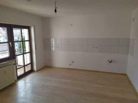 Sonnige, zentrumsnahe Drei-Zimmer-Wohnung mit Küche