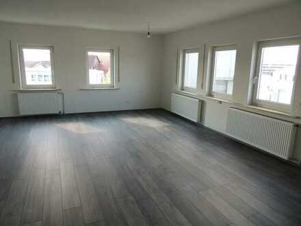 Erstbezug nach Sanierung: ansprechende helle 3-Zimmer-Wohnung mit Einbauküche in Baindt