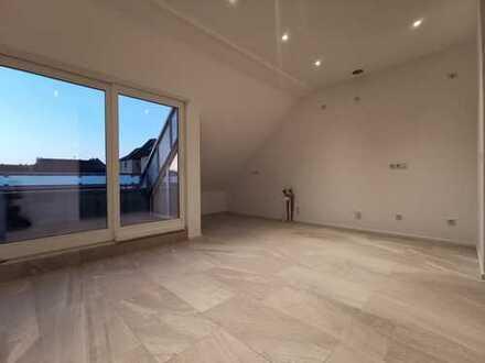 Erstbezug nach Sanierung mit Balkon: stilvolle 2-Zimmer-DG-Wohnung mit gehobener Innenausstattung
